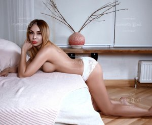 Lucila escort in Fargo ND & happy ending massage