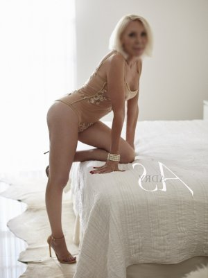 Kellyssa erotic massage in Burton and escort