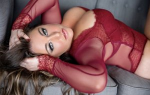 Miguelle escort girl in Smithfield VA and happy ending massage